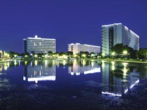 Hotel Saturno Pool and hotel at night